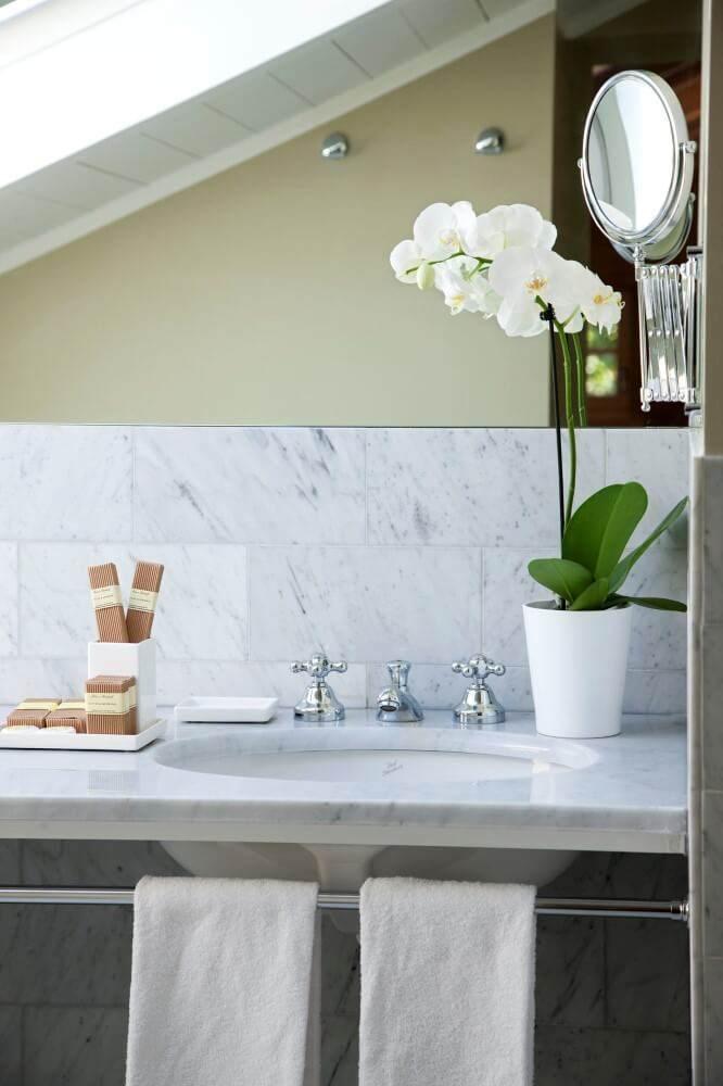 jr-suite_bathroom